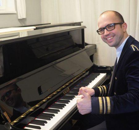 Pianista Tomáš Jochmann (ČR/SR) a klavíry CAROD